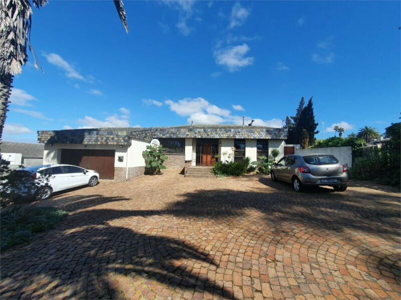 Villa to Share incl -indoor Braai-Bar-Pool table-Swimming pool-Fully Serviced/furn