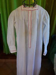 ancienne-chemise-nuit-femme-galons-rouges-mini-plis-religieuses-manches-coudees