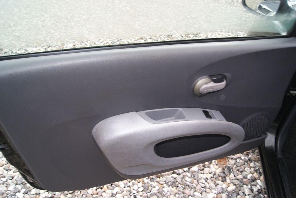 Nissan Micra 1,4 Tekna Benzin modelår 2003 km 205000
