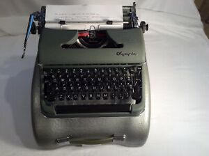 Vintage 1956 Olympia SM3 DeLuxe Green Portable Typewriter W/Case Very Nice Piece