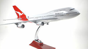 QANTAS-LARGE-PLANE-MODEL-BOEING-JUMBO-JET-747-1-160-AIRPLANE-APX-45cm-SOLID