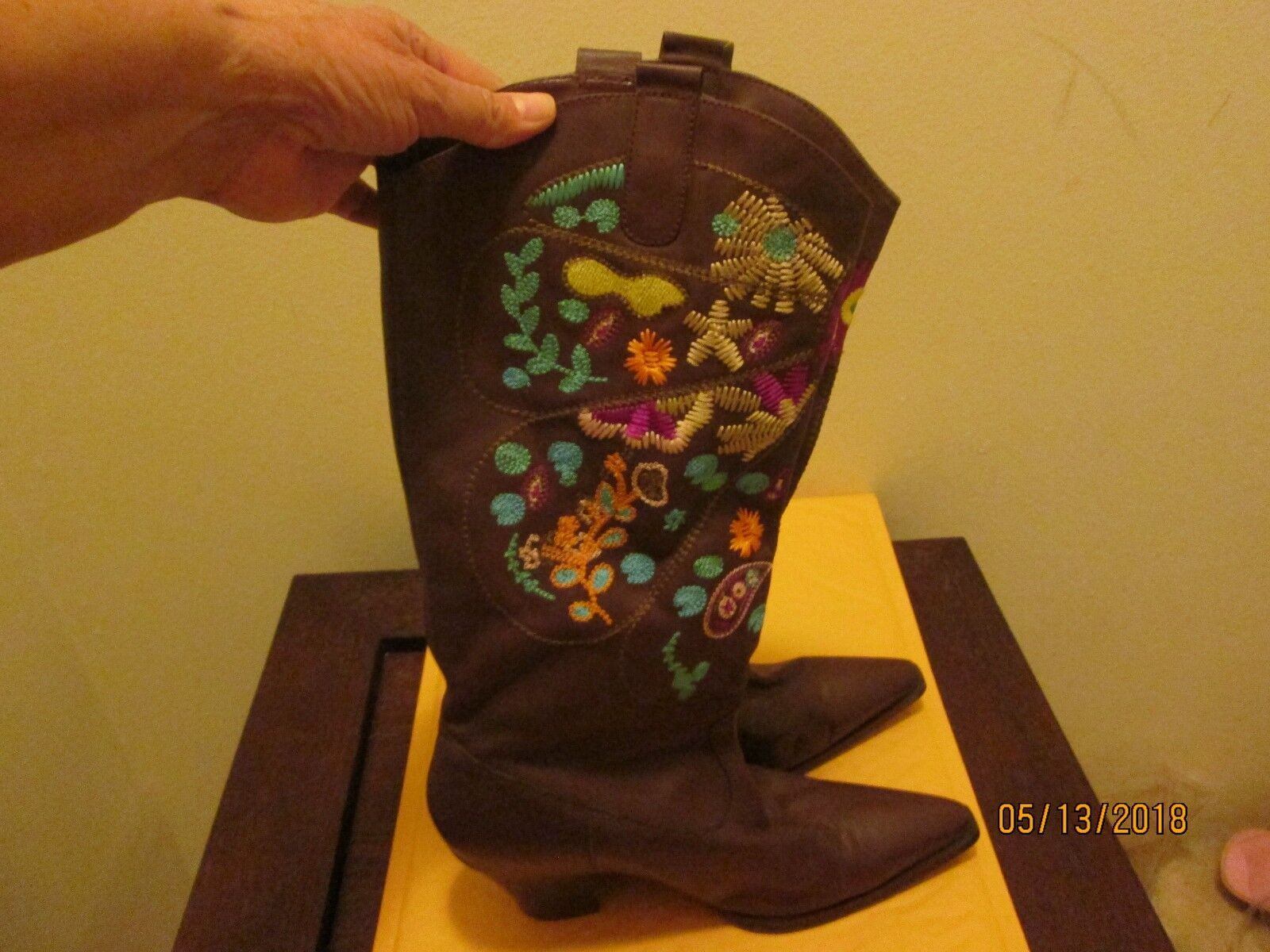 Size 9.5 Brown Multi Color Boots Pre Owned No Box