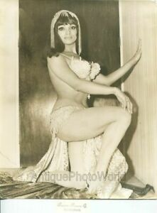 Sexy-woman-burlesque-performer-in-belly-dancer-costume-vintage-photo