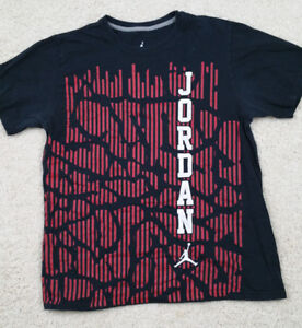8f2ccbdfde58 CHICAGO BULLS MICHAEL JORDAN 23 NBA Michael Jordan Label T-Shirt ...