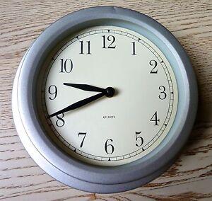 Horloge-murale-IKEA-Aluminium-Design