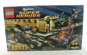 LEGO-Batman-DC-Super-Heroes-6864-Batmobile-and-the-Two-Face-Chase-DISCONTINUED