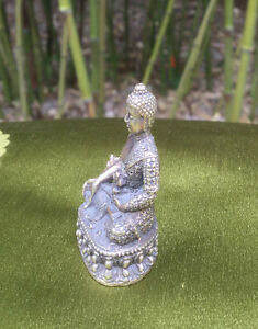 Schoene-kleine-tibet-Medizin-Buddha-Statue-SILBER