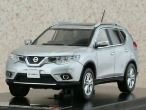 NISSAN X-Trail - 2014 - silver - Premium X 1:43