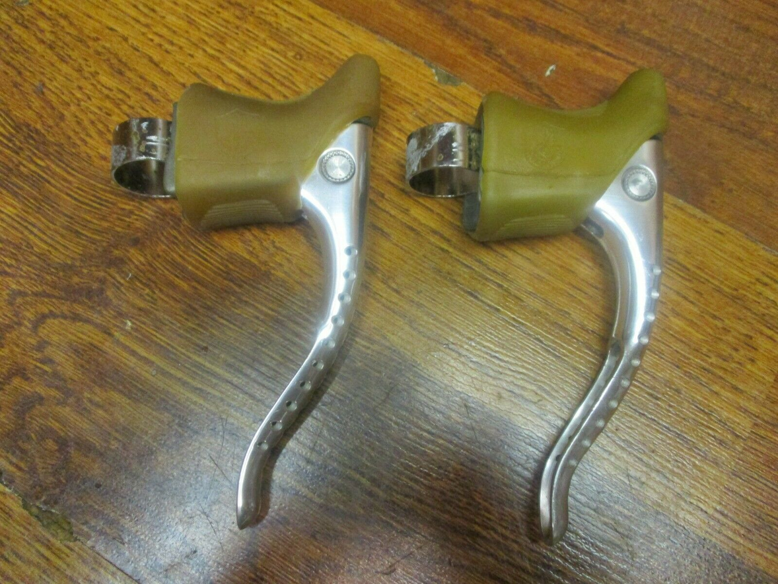 NOS VINTAGE CAMPAGNOLO  SUPER RECORD DRILLIUM BRAKE LEVERS GUM HOODS  credit guarantee