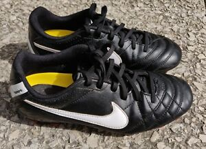 chaussure de football nike taille 36