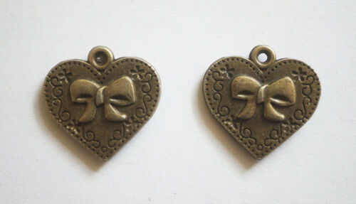 5 Metal Antique Bronze Heart Charms with engraved Bow 20mm