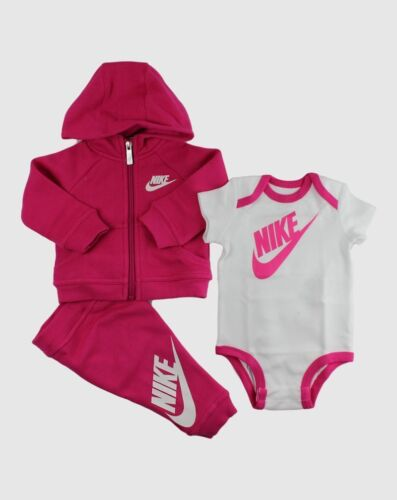 05B561 V12 Size 0-6 Months Vivid Pink Nike 3 Piece Infant Set Gift Pack