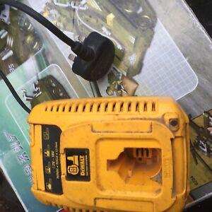 DeWalt-DE9135-7-2-18V-XRP-LI-ION-NiCd-NiMH-Battery-Charger-Good-Condition