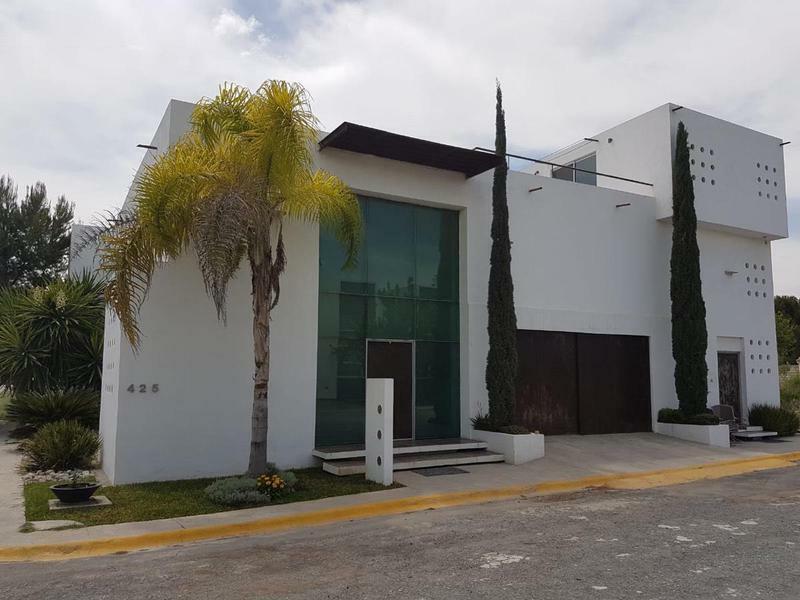 Residencia en Venta en Jardines del Campestre.
