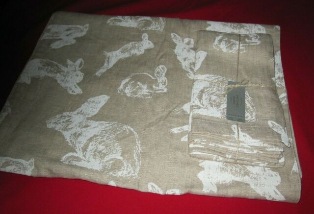 Pottery Barn Sketched Bunny Table Runner And 4 Cloth