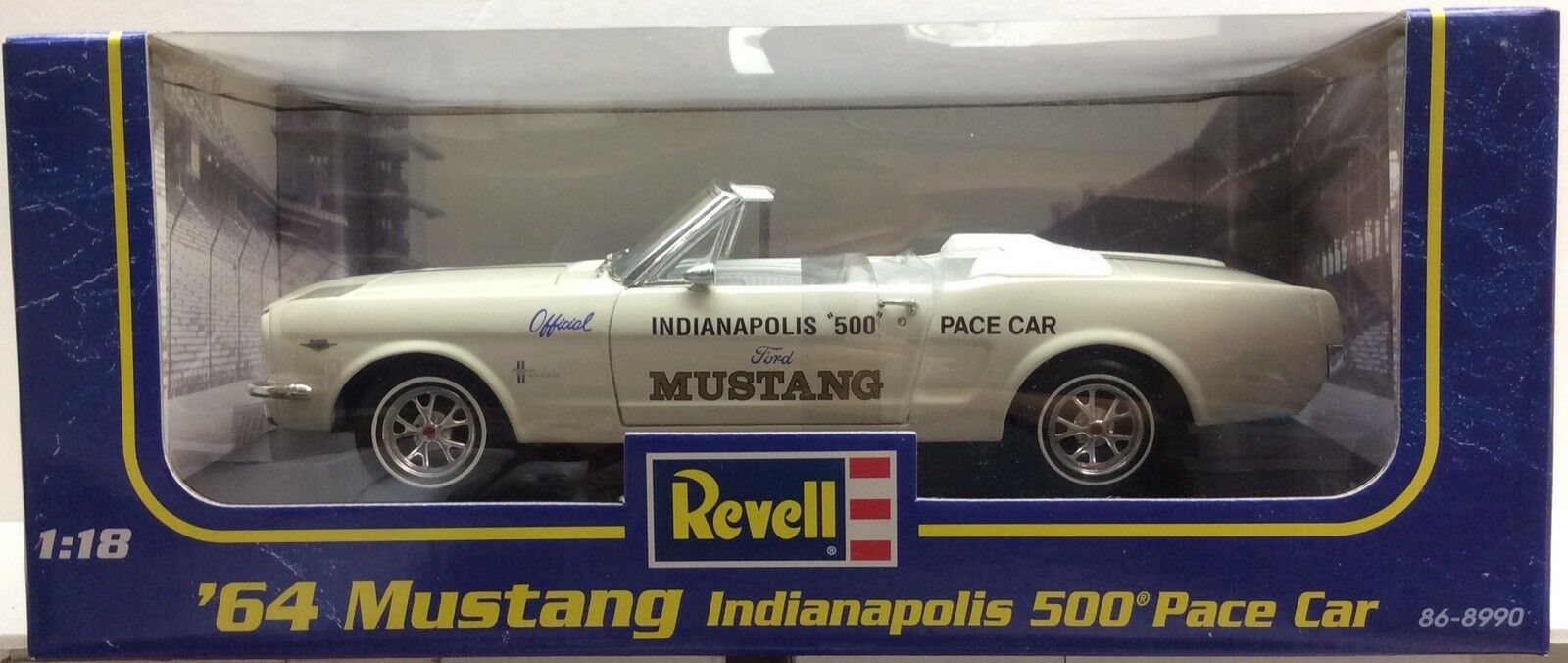 Revell 86-8990 1964 Mustang Indianapolis 500 Pace Car 1 18 Scale Die cast