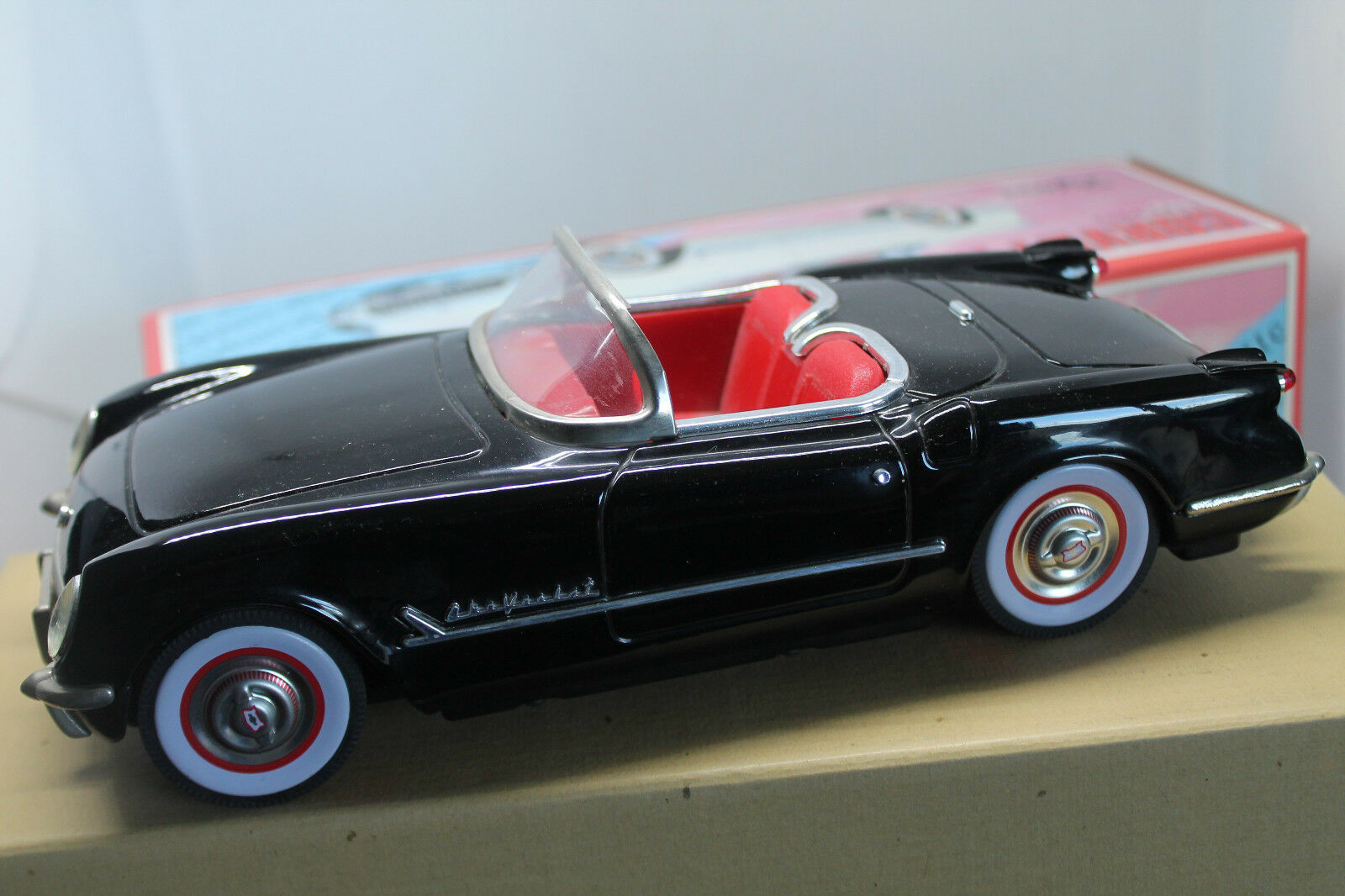 FIFTIES  CHEVROLET CORVETTE 1953  NEGRO  1 18  OVP  FRICTION DRIVE