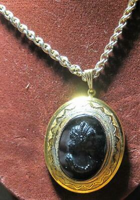 Vintage Black And Gold Oval Glass Cameo Pendant Necklace Gold Tone
