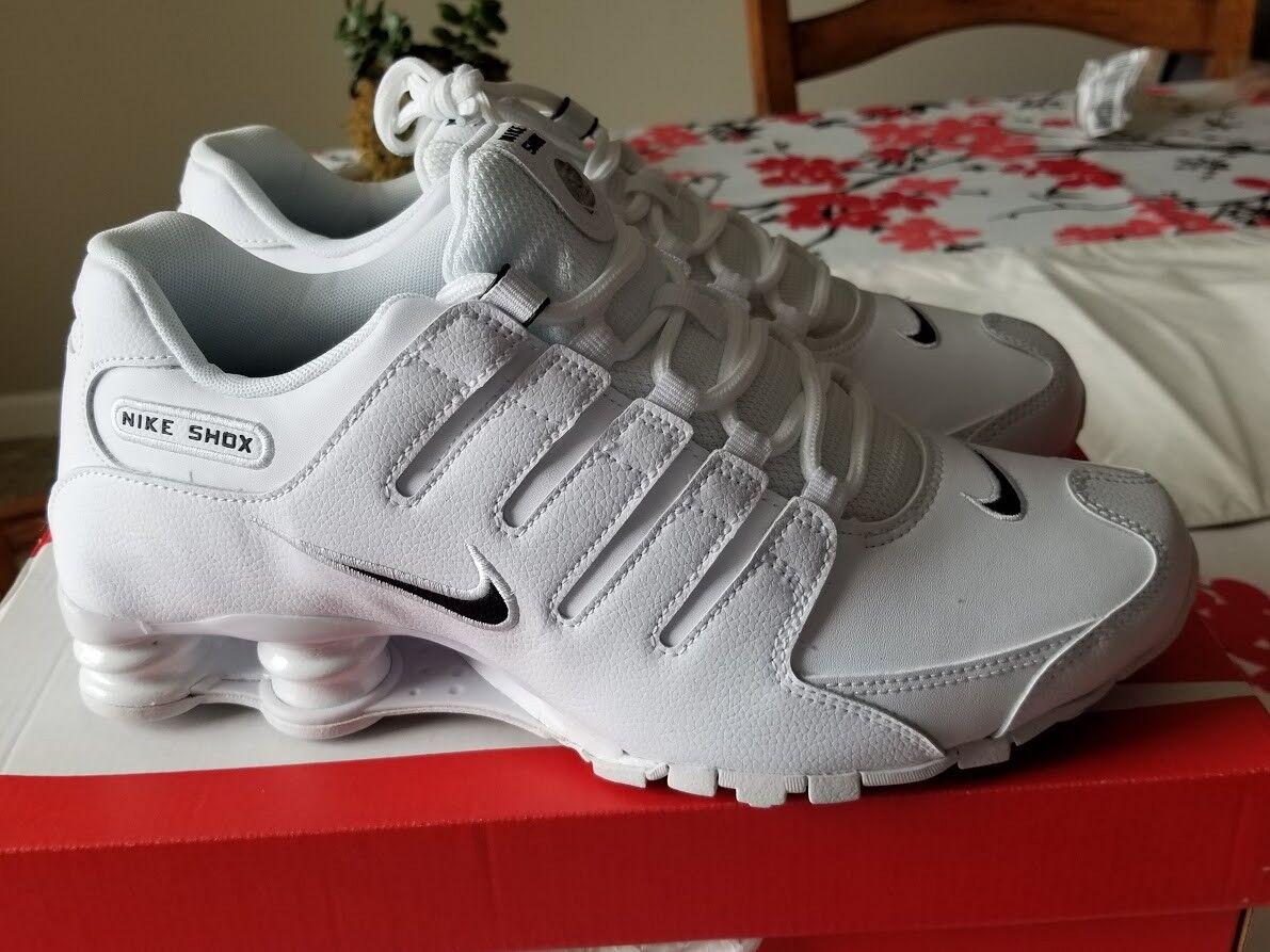 Nike Men's Shox NZ shoes - White