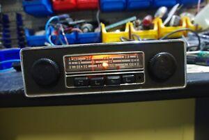Oldtimer-GRUNDIG-EMDEN-autoradio-VW-werksradio-mit-VOLKSWAGEN-knoepfe