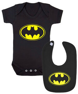 Batman Logo Bébé Gilet Et Bib Ensemble Cadeau. Les Chauves-souris Drôle Baptême Nouveau Né.-afficher Le Titre D'origine ExtrêMement Efficace Pour Conserver La Chaleur