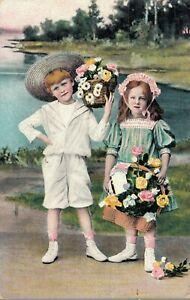 Children-with-flower-baskets-Postcard-03-10