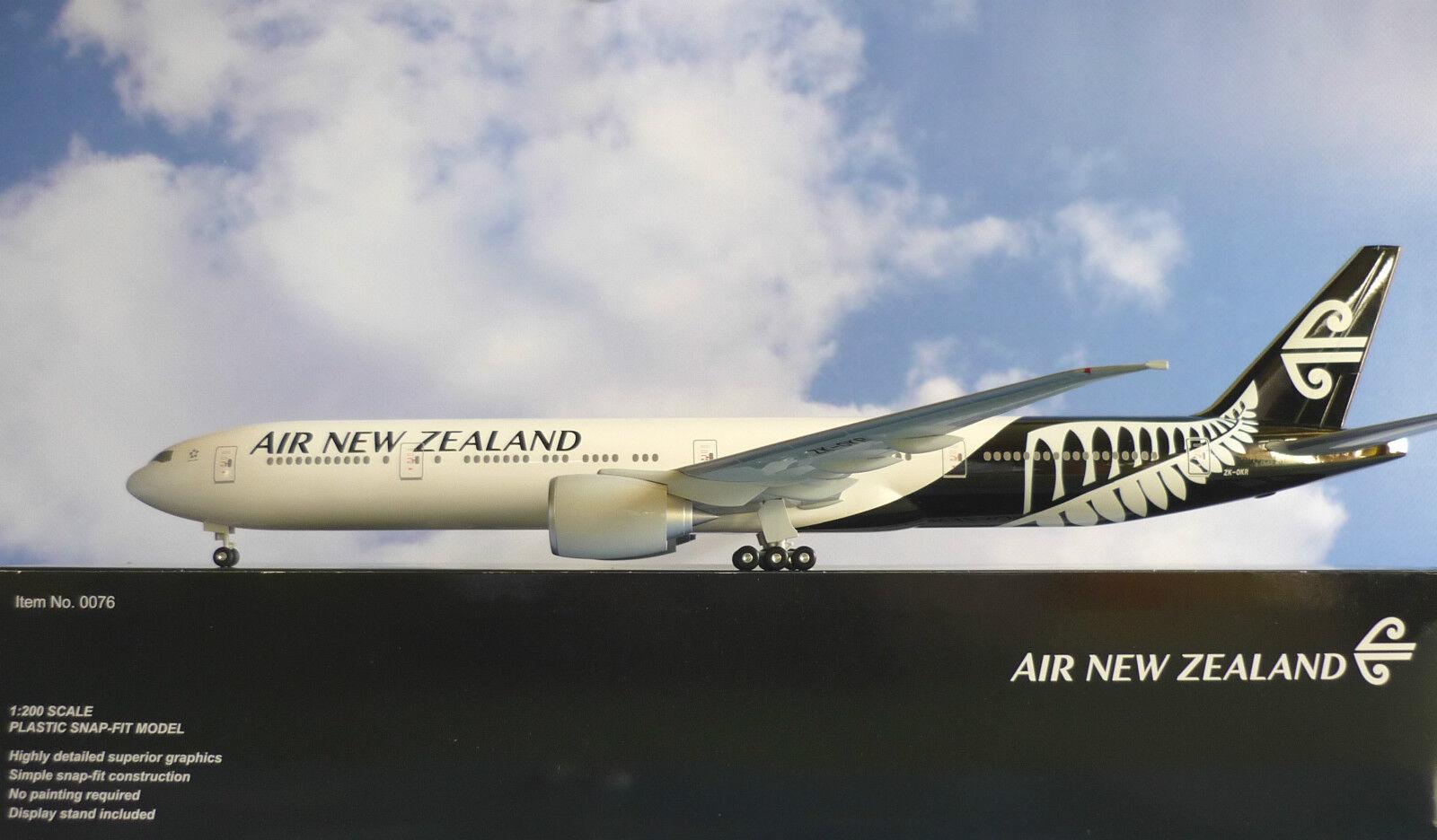 Hogan wings 1 200 Boeing 777-300er New zealand zk-OKR + HERPA wings catalogue