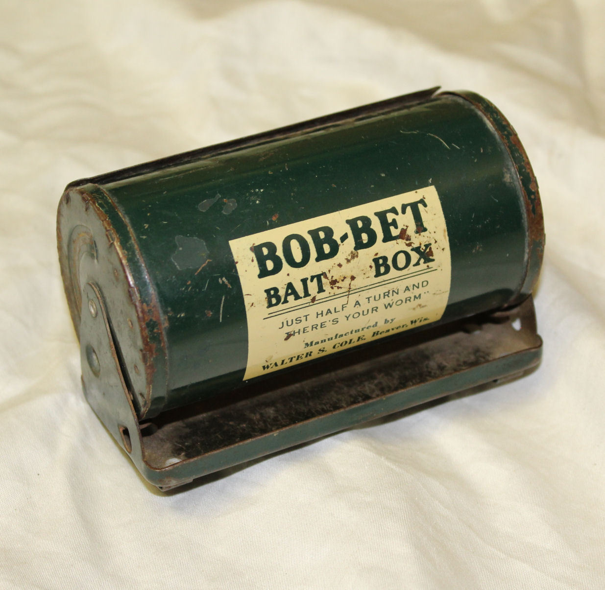 Antique Metal Bob-Bet bait box Fishing Equipment for on ones Belt