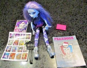 Monster-High-Picture-Day-Spectra-Vondergeist-Doll-Fearbook-Brush-Handbag-MORE
