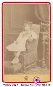 PETITE-FILLE-ASSISE-DANS-UN-FAUTEUIL-VERS-1870-CDV-GACCIA-au-HAVRE-A40