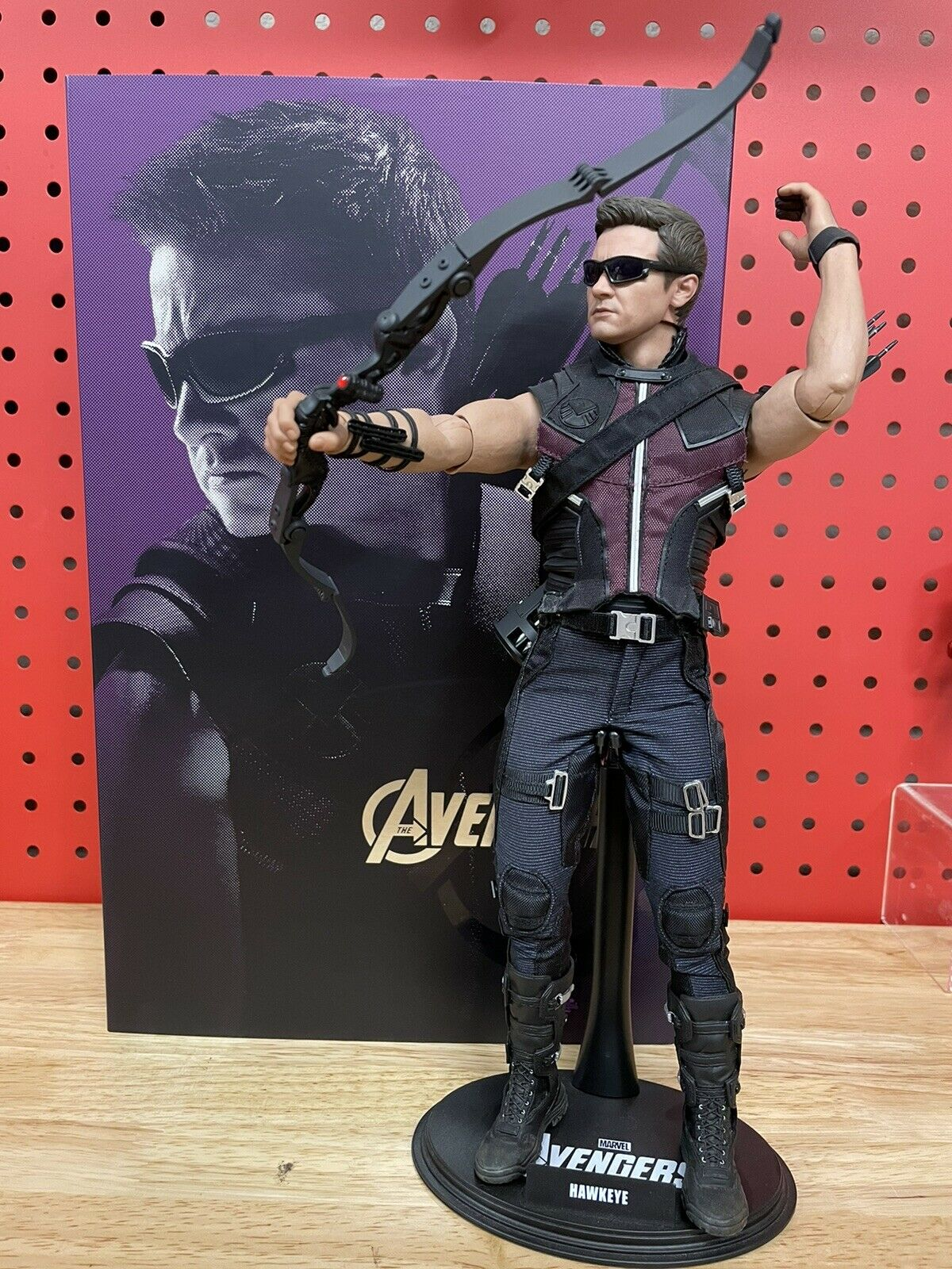 Hot Toys Hawkeye The Avengers Hawkeye Action Figure 1/6th scale MMS172 PRE-OWNED on eBay thumbnail