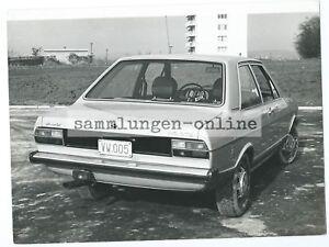 AUDI-80-GTE-Limousine-von-hinten-Auto-Automobil-Fotografie-Foto-Pressefoto