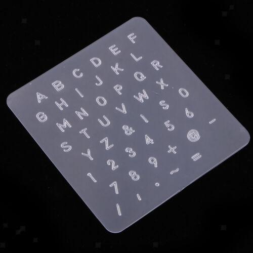 Schlagstempelset aus Kunststoff und Leder mit Holzgriff und Alphabet