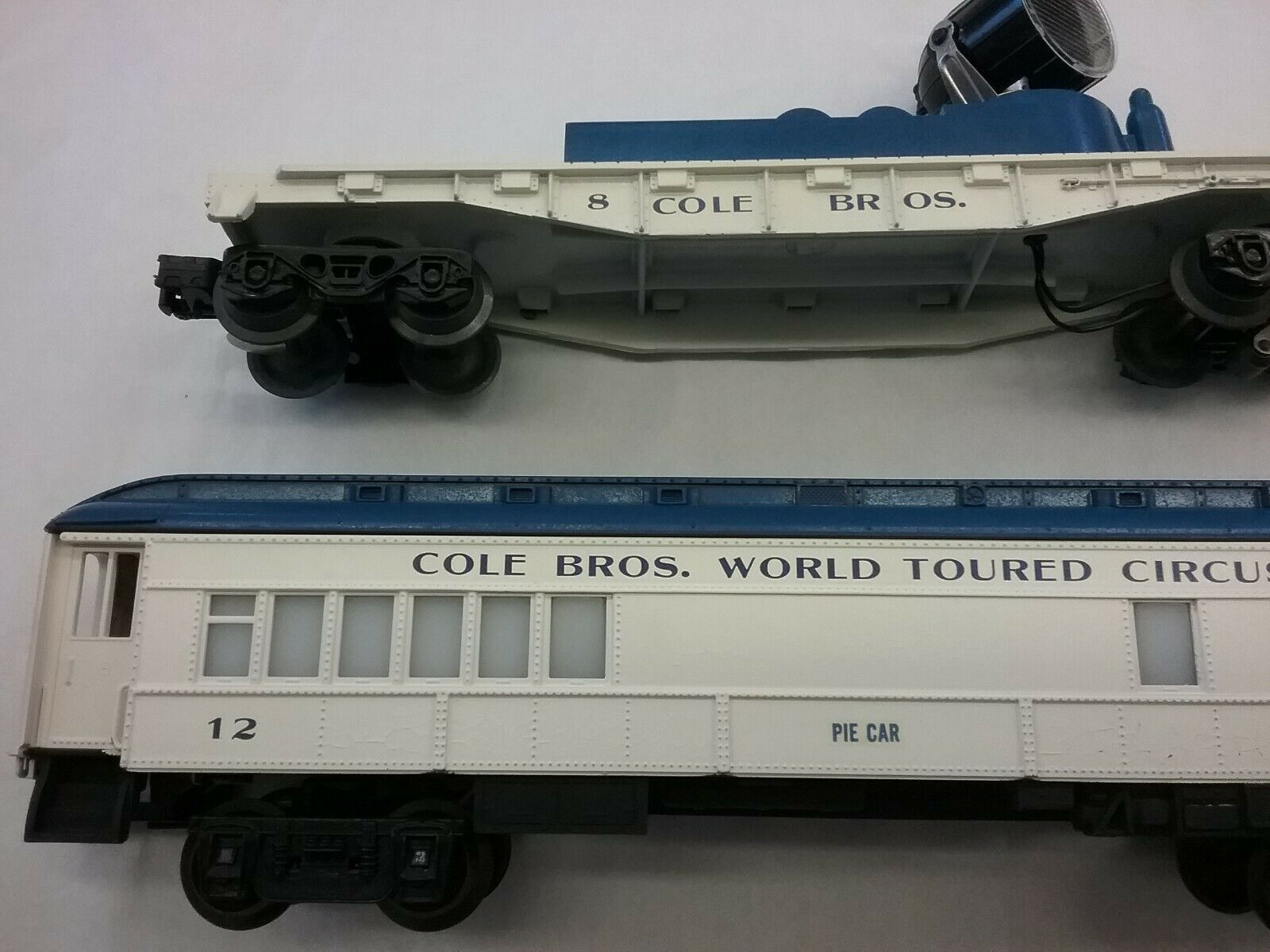 Lionel COLE Bros. Circus Train O Scale Passenger    12 & Searchlight  8 LIGHTED 1fe9d8