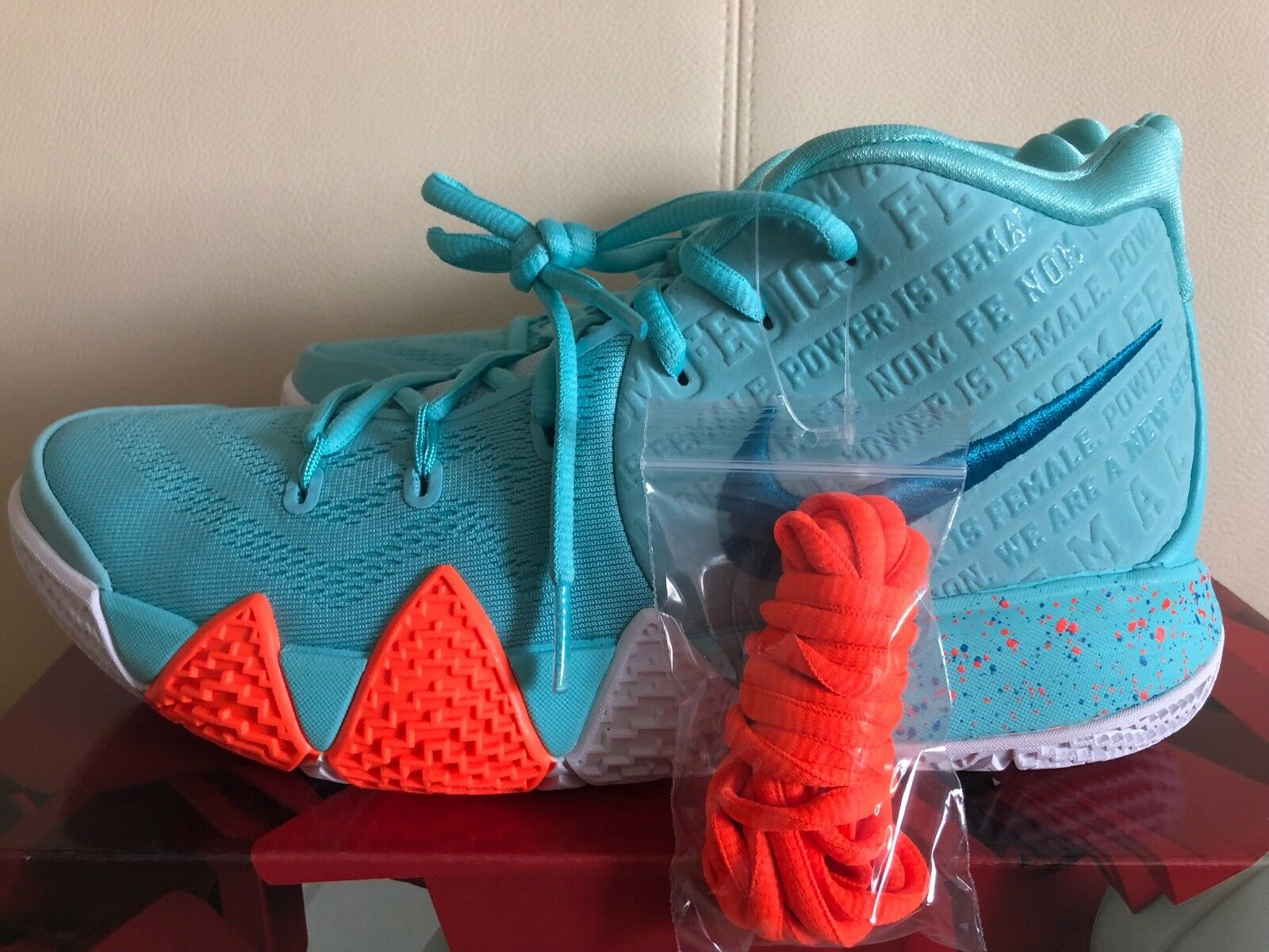 Nike Kyrie 4 Power Is Female Light Aqua Turquoise 943806-402 Basketball Chaussures