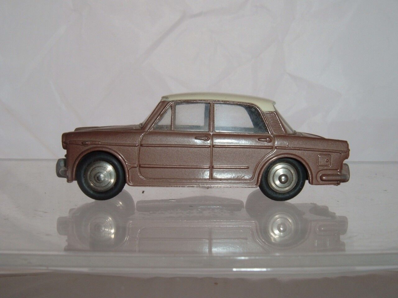 DINKY TOY FRANCE 531 FIAT 1200 IN USED ORIGINAL CONDITION A NICE EXAMPLE VINTAGE