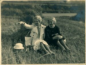 Vintage-photograph-theatre-panto-actresses-photo-hay-farming-field-photo-pic