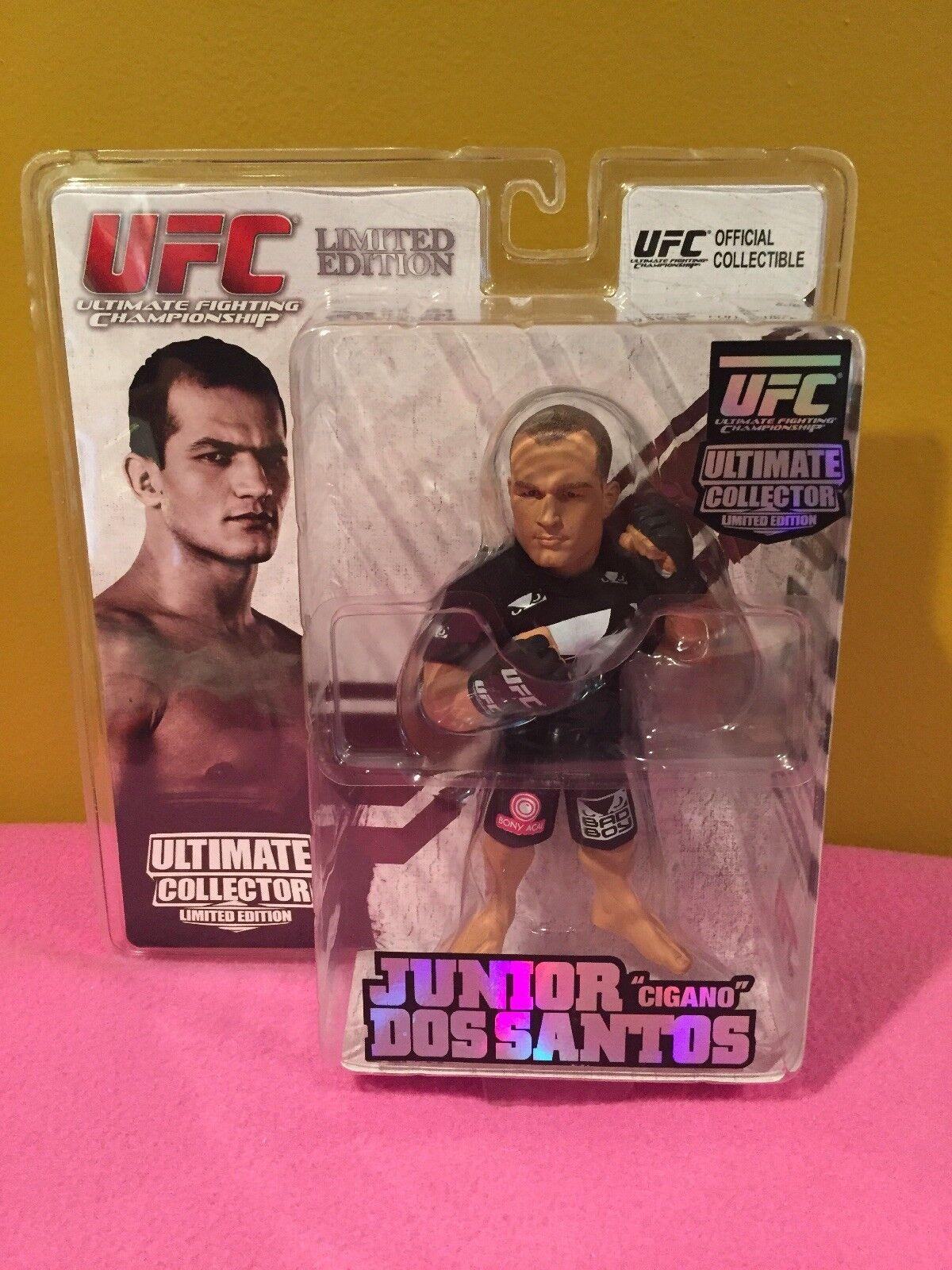 2011 UFC Ultimate Collector Junior Dos Santos Limited Edition Round 5 Figure