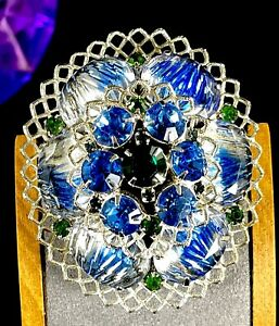 LOVELY-VINTAGE-SILVER-TONE-BLUE-BICOLOR-GLASS-RHINESTONE-LACE-DESIGN-BROOCH