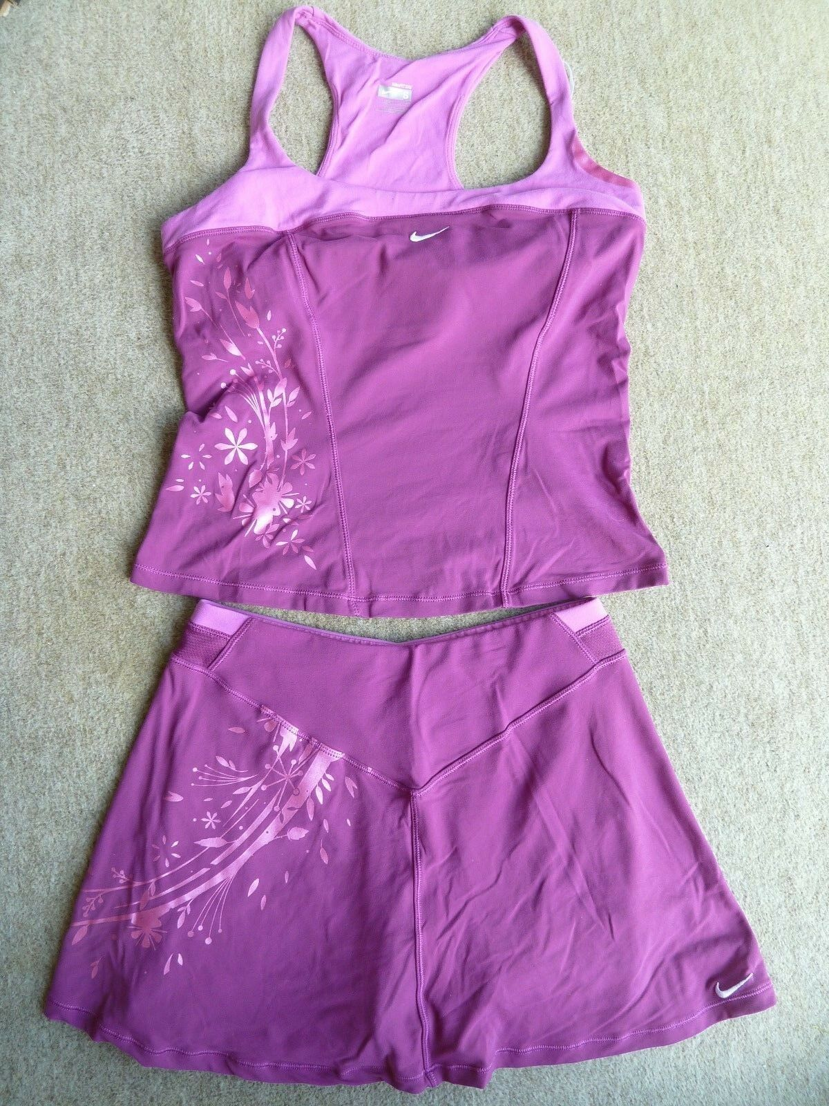 LADIES NIKE TENNIS SKIRT   TOP SET-  SIZE S XS - COLLECTIBLE AS NOW DISCONTINUED