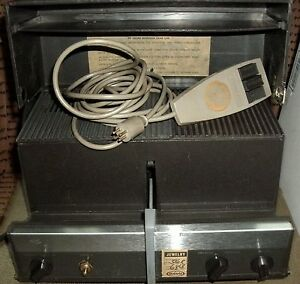 Portable Vintage Sawyers 550R Slide Projector w/ Remote 2x2 Slide New Bulb Works