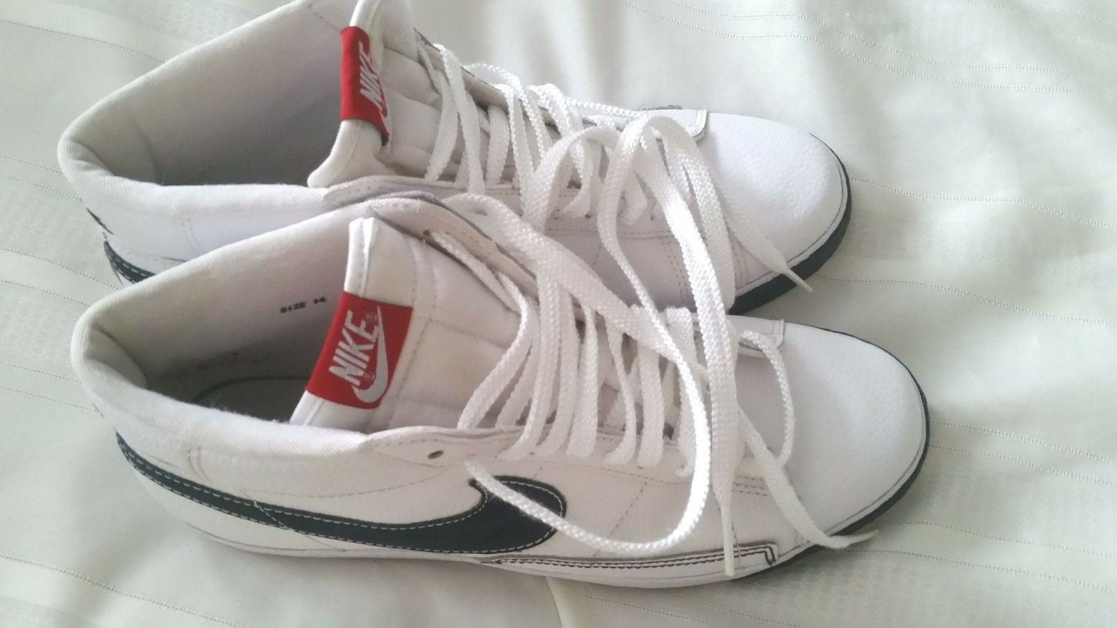 MEN'S NIKE SHOE SNEAKERS. US 14. Swoosh. A Collectible . The Beste out there