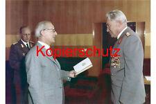 J100 Armeegeneral Hoffmann Auszeichnung  Honecker Keßler DDR  Foto 20x30