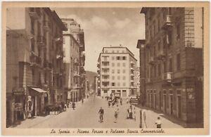 LA-SPEZIA-PIAZZA-PERSEO-E-PALAZZO-BANCA-COMMERCIALE-DISTRIBUTORE