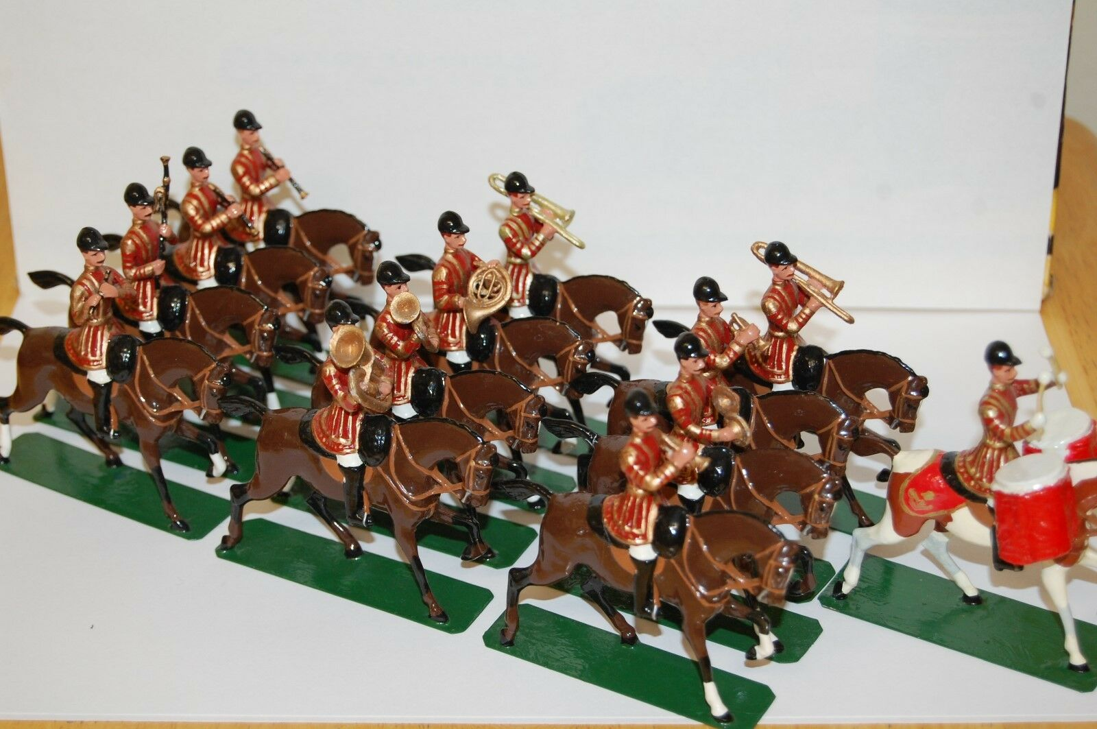 13 PEICE REPLICA MODELS 54MM LEAD MOUNTED LIFE GUARDS BAND         BRITAINS