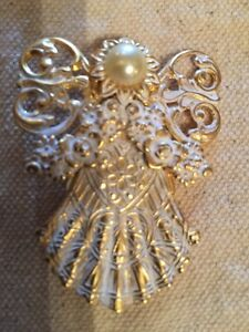 1998 Shabby Gold And White Distressed Angel Brooch Pin Signed JANE DAVIS -Pearl