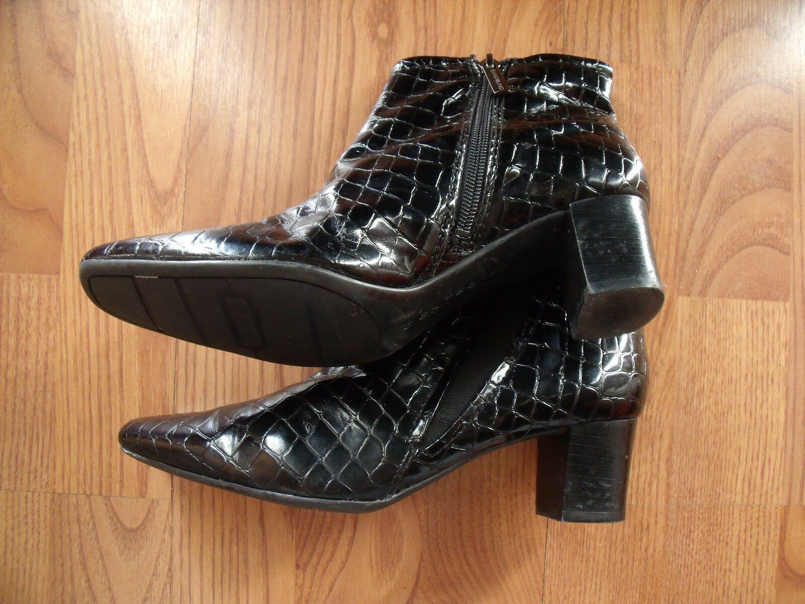Ankle Boots Bandolino Black Alligator side Zip/Stretch womens size US 6.5