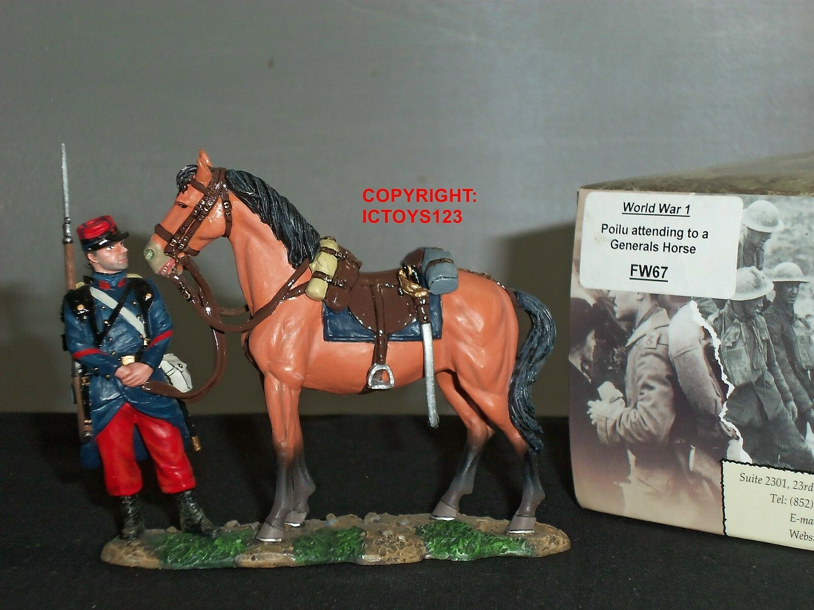 KING AND COUNTRY FW67 FRENCH POILU ATTENDING TO A GENERALS HORSE TOY SOLDIER SET