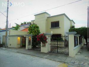 Casa en Venta ESTILO MEXICANO, SIN MUEBLES de 3 Recámaras, Piscina, Supermanzana 43, Cancún.