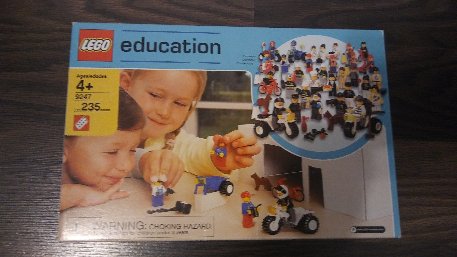BRAND NEW  SEALED  LEGO   9247  EDUCATION  235 PIECES  30 PEOPLE & ACCESSORIES